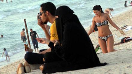 bikini_vs_burqa1
