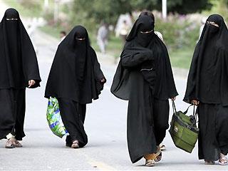 pak_mosque_women